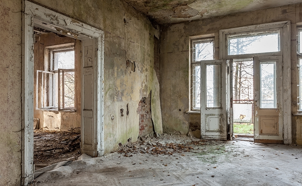 dilapidated-house-1000px